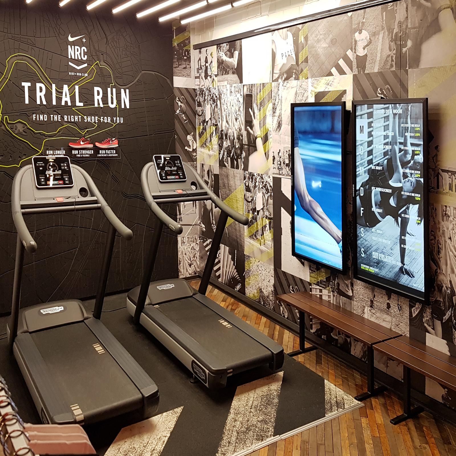 Informatieschermen bij Nike